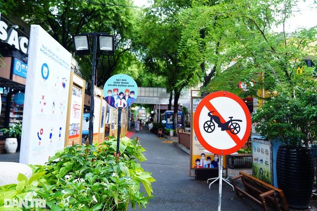 Vietnam's famous tourist attractions deserted amidst coronavirus surge