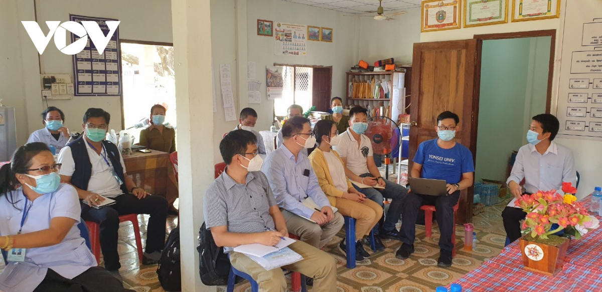 Vietnamese medical workers dedicate to help Laos in Covid-19 fight