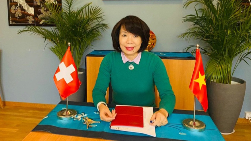Vietnam, Swiss pharmaceutical group discuss cooperation on Covid-19 prevention and control