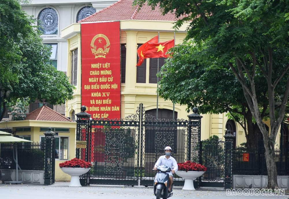 In Photos and video: Hanoi streets radiantly decorated ahead of Elections