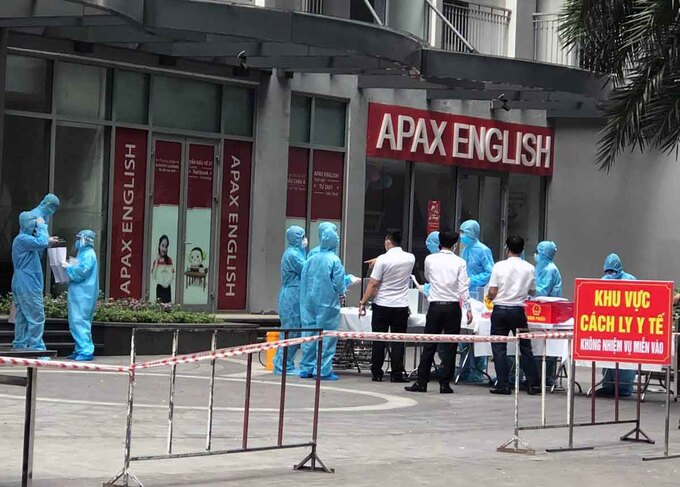 Apartment building in Hanoi locked down after Covid-19 case detected