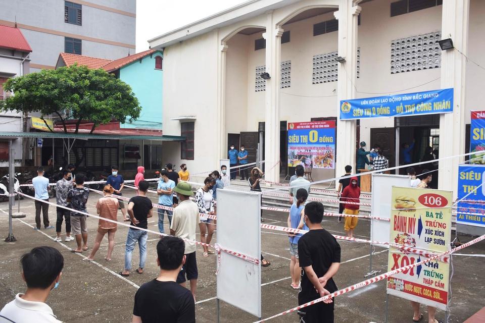 'Zero dong supermarket' provides essentials in Bac Giang coronavirus hotspot