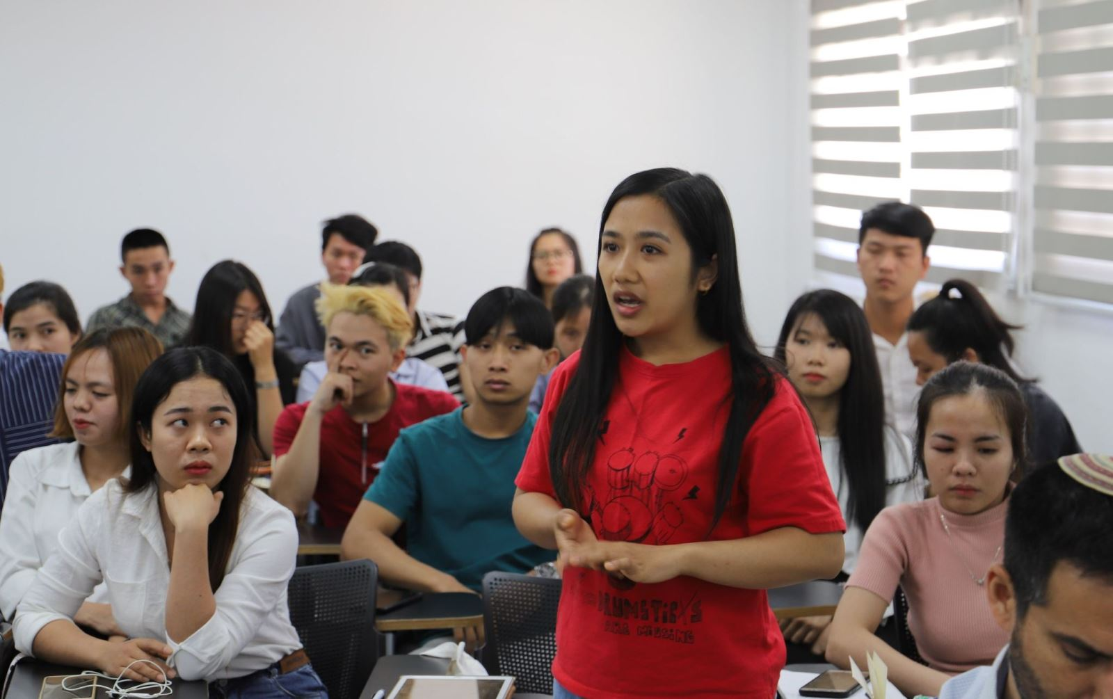 Vietnamese Embassy in Israel visits, encourages trainees post-conflict