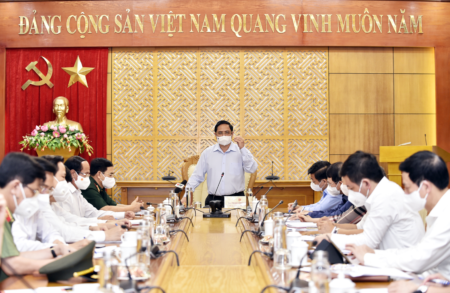 In Photos: Prime Minister encourages frontline anti-pandemic forces in Bac Giang