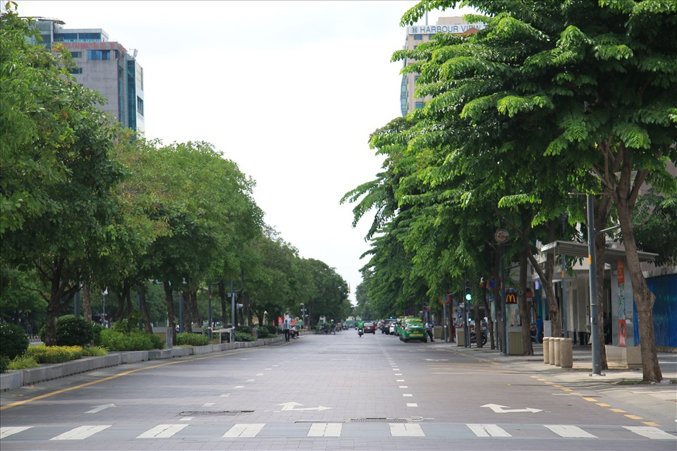 In Photos: Ho Chi Minh City desolate on the first day of social distancing