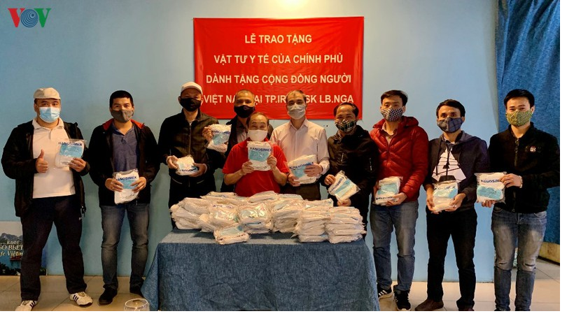 vietnam donates medical masks to vietnamese community in russia
