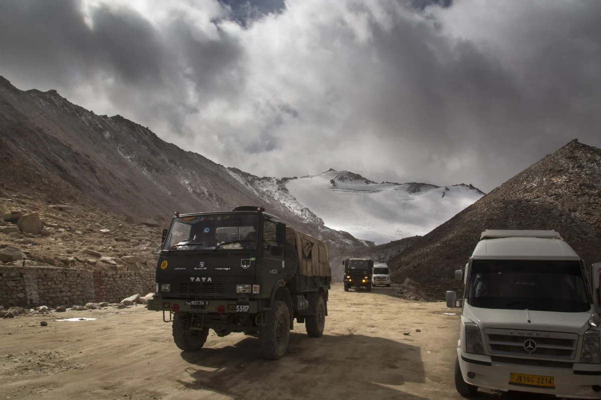 india chinas top generals hold talks at himalayan border amid efforts to defuse month long stand off