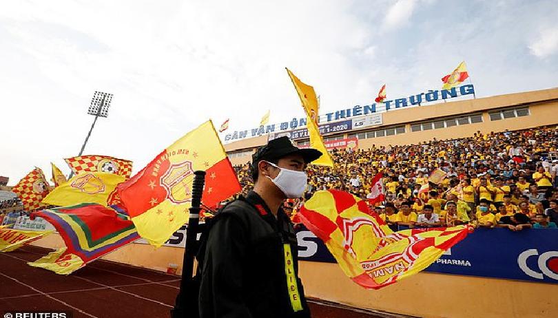 Vietnam's football returning to crowded stadiums overwhelms British media