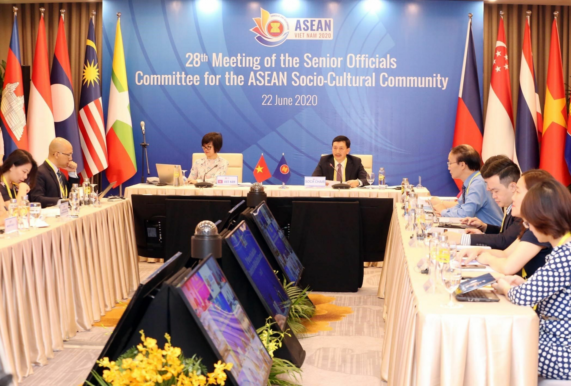 Vietnam cooperates with ASEAN to launch initiatives of combating COVID-19