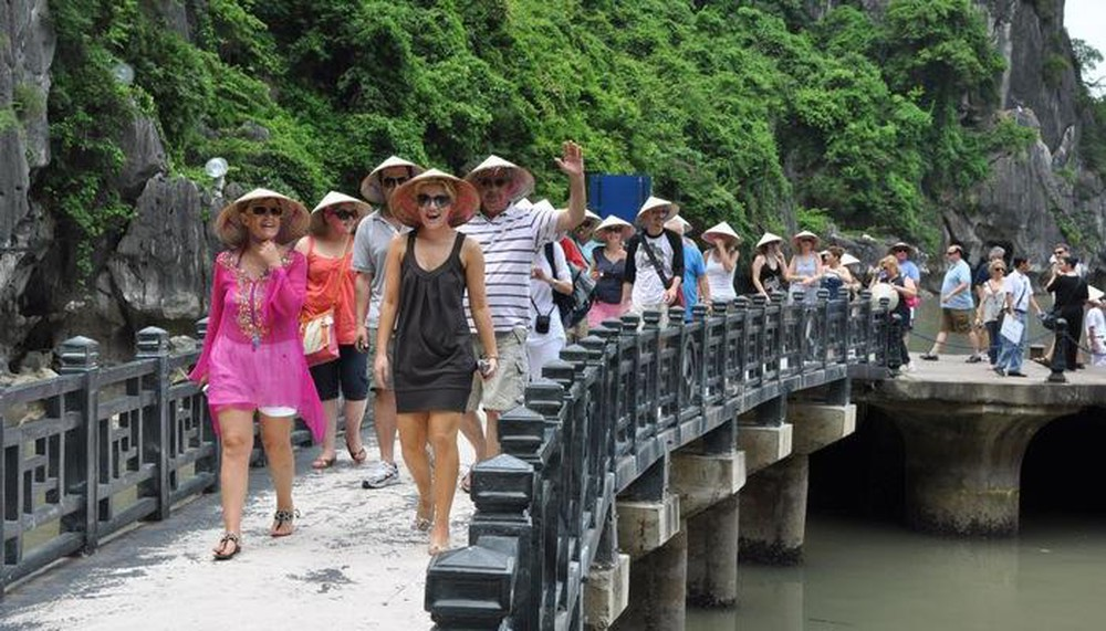 vietnam not yet reopens to foreign tourists