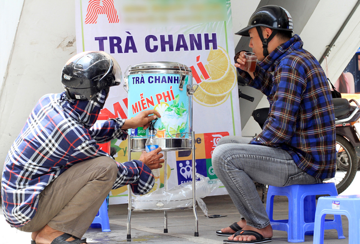 free lemon iced teapots for workers amid scorching summer days in hanoi