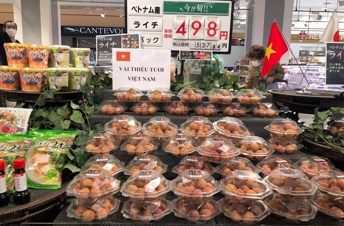 aeon executive officer highly appreciates vietnamese thieu lychees