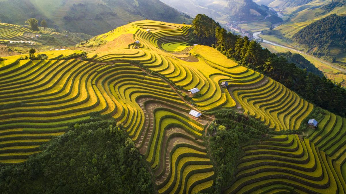 Exploring splendid and rich-culture Tu Le Valley