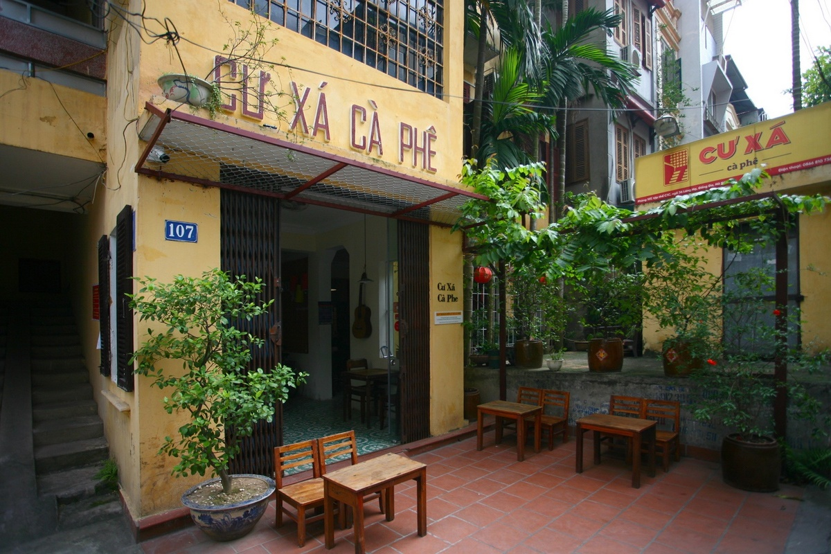 back in time coffee shop in the heart of hanoi