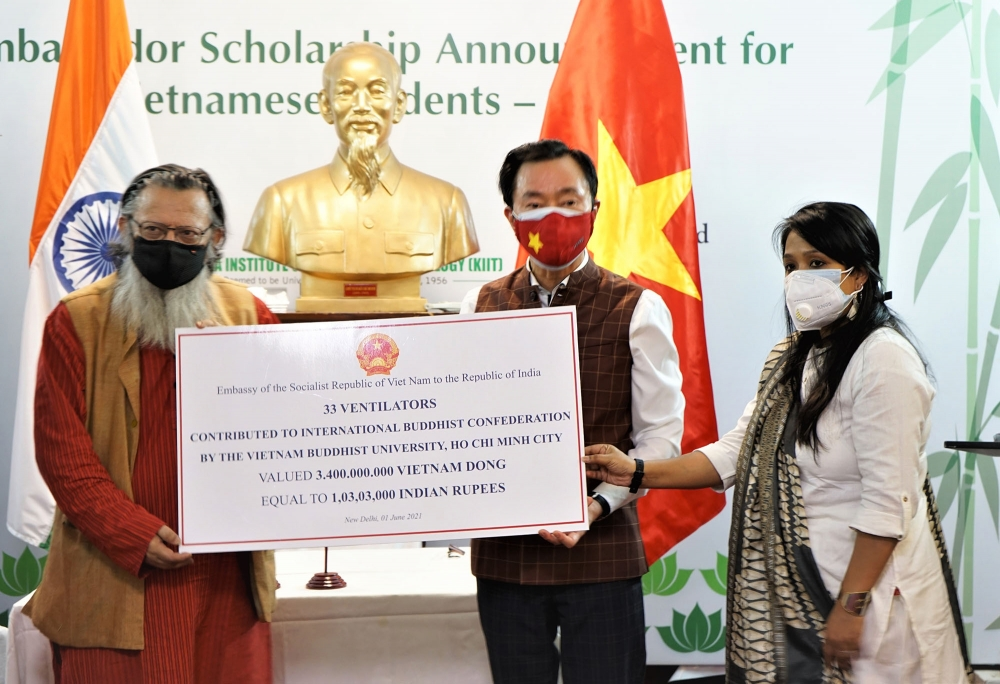 Vietnam supports Indian and Nepali people in Covid-19 fight