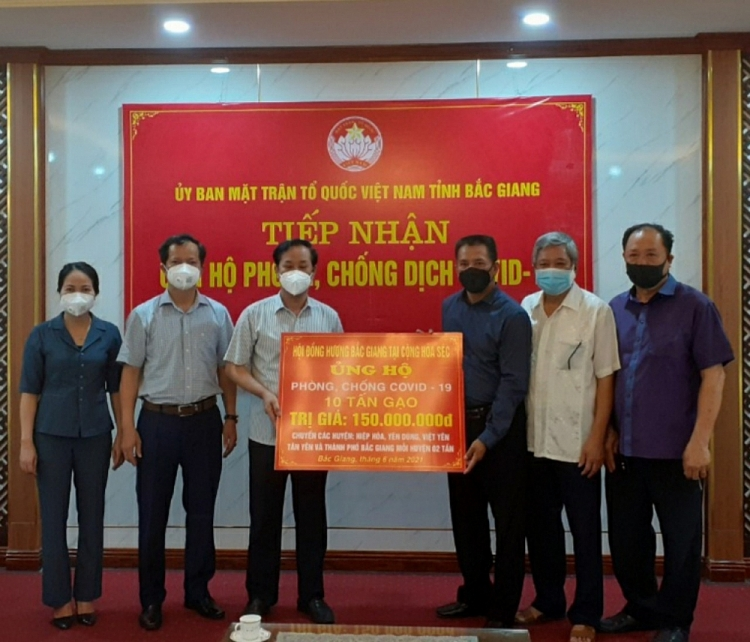Overseas Vietnamese supports homeland in Covid-19 fight