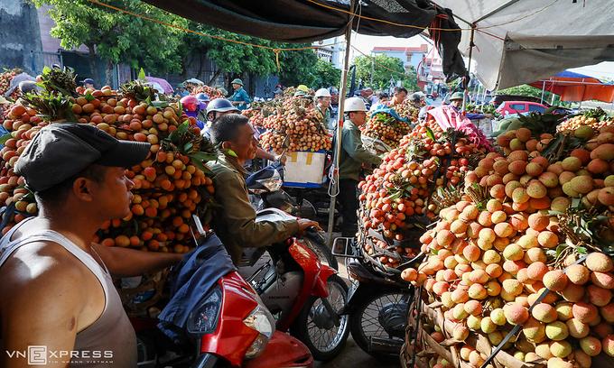 Vietnamese lychees hit Singapore shelves