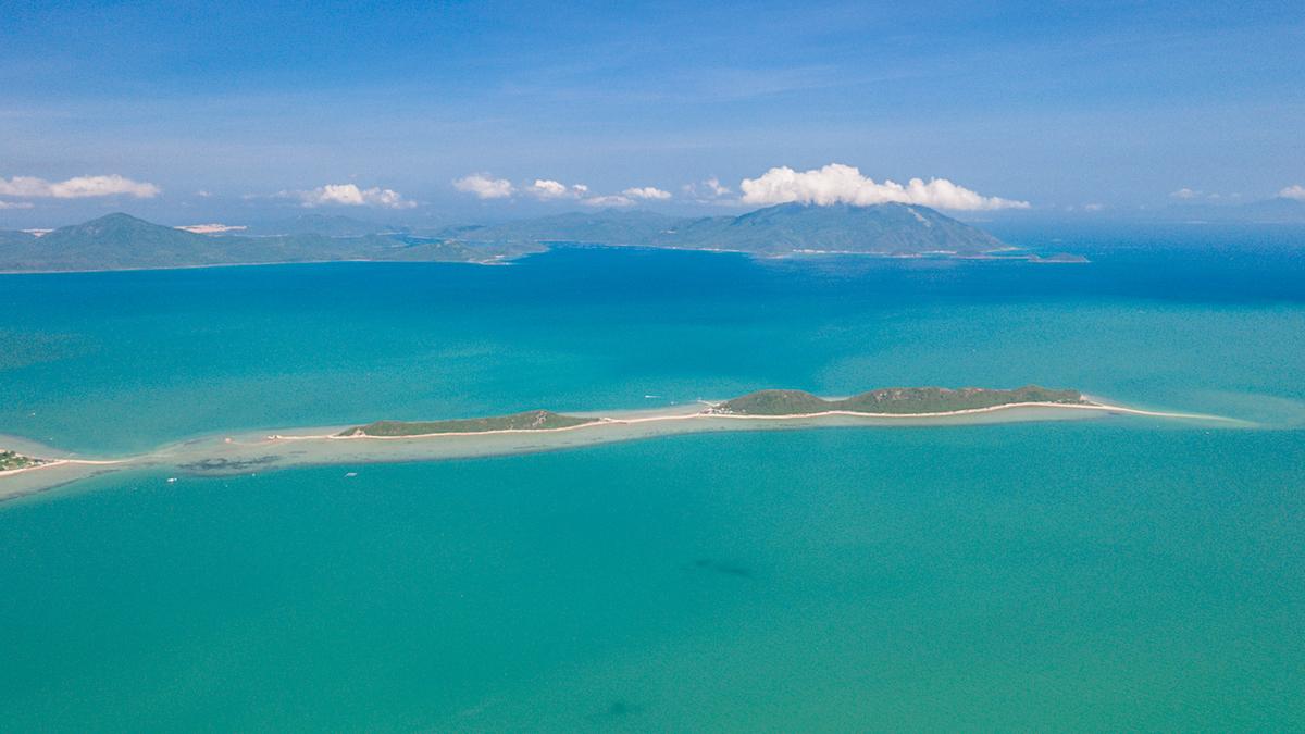 Breath-taking bird-eye view of Khanh Hoa - Phu Yen route