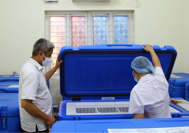 UNICEF aids Vietnam refrigerators for storing vaccines