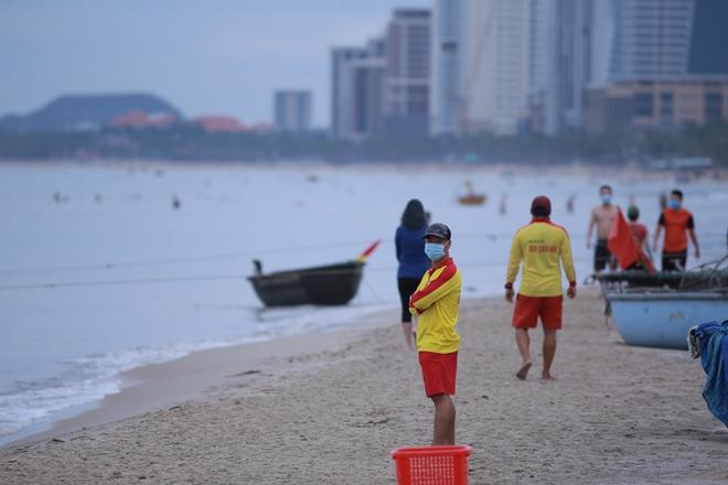 Several Vietnamese provinces ease social distancing measures