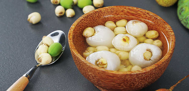 Lychee and lotus seed sweet soup, best dish to cool down on summer days, video