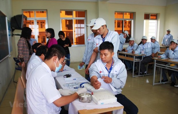 Proposal to give Covid-19 vaccines to Vietnamese workers overseas