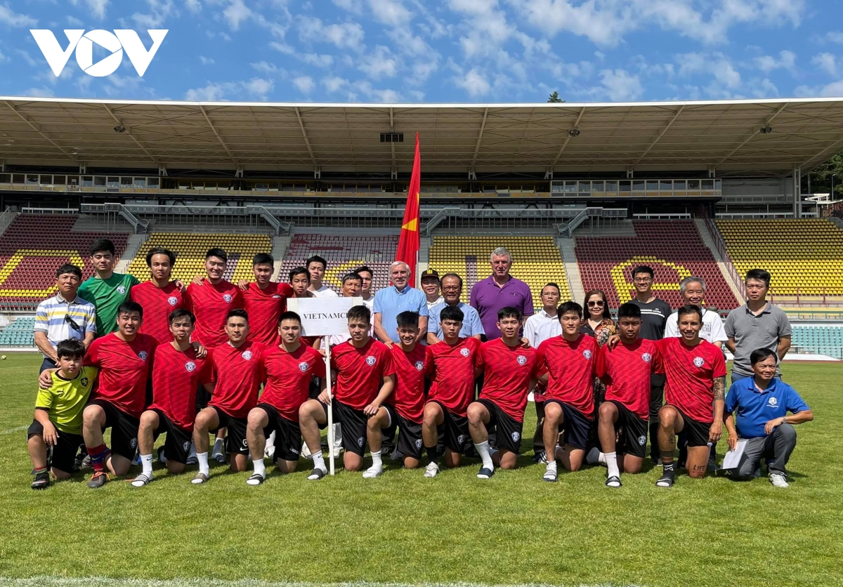 Significant Czech Senate's football tournament for expats including Vietnamese