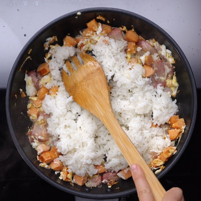 Recipe: Fried rice with fresh lychees - video