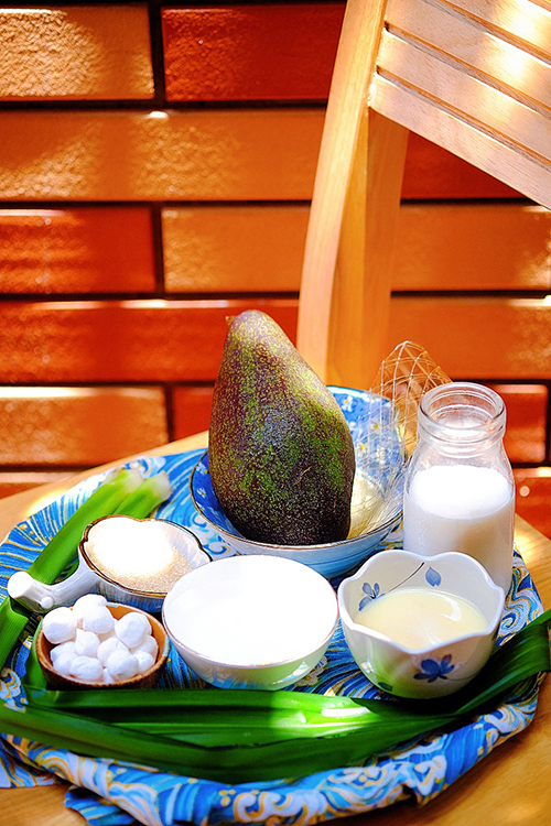 Easy-to-follow recipe for sweet avocado soup