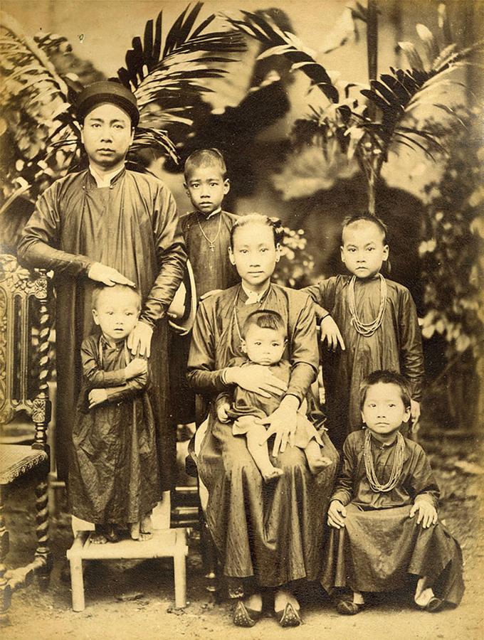 Vietnamese women 100 years ago under foreign photographers' lens
