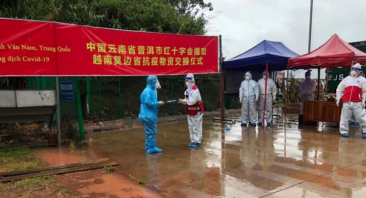 China, Laos present medical supplies to assist Vietnam's Covid-19 fight