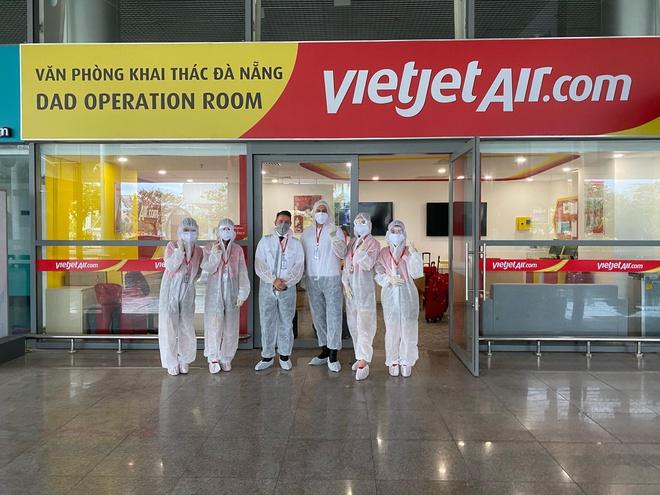 Vietjet Air Foreign Pilots Support Vietnam's Covid-19 Vaccine Fund