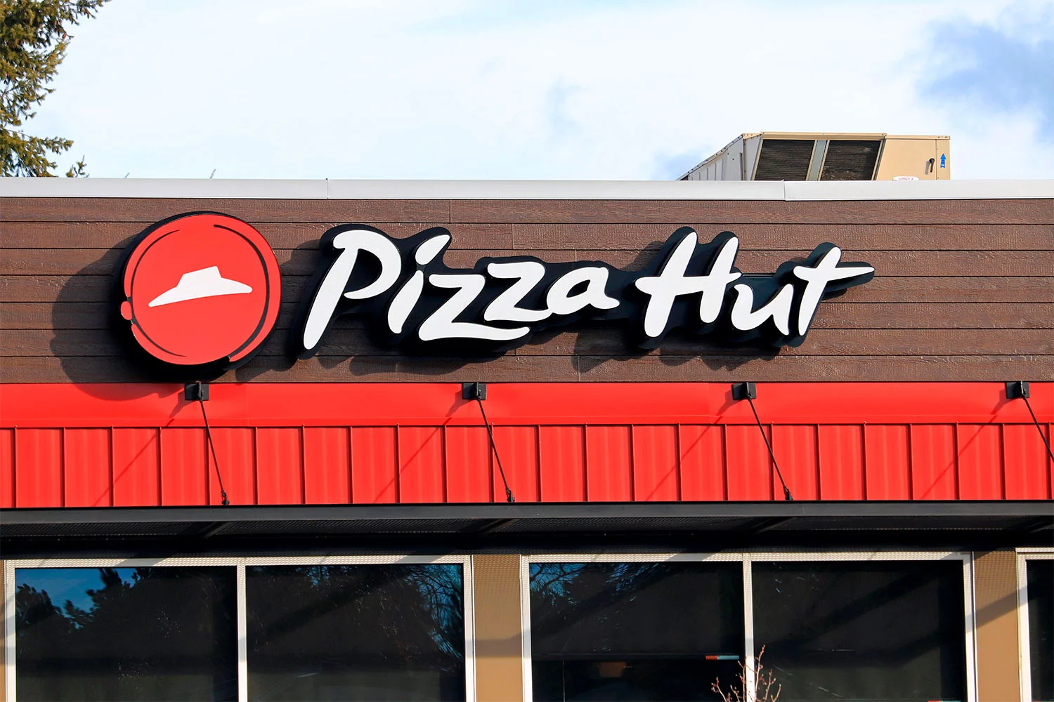 a huge wendys and pizza hut franchise filed for bankruptcy due to covid 19