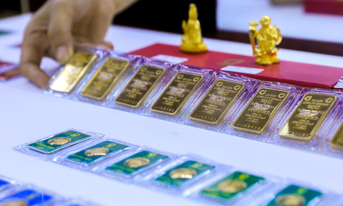 gold prices today july 11 slightly decrease after two day climb to record levels