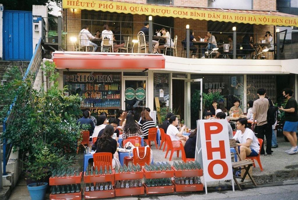 vietnamese street styled eatery preferred in south korea