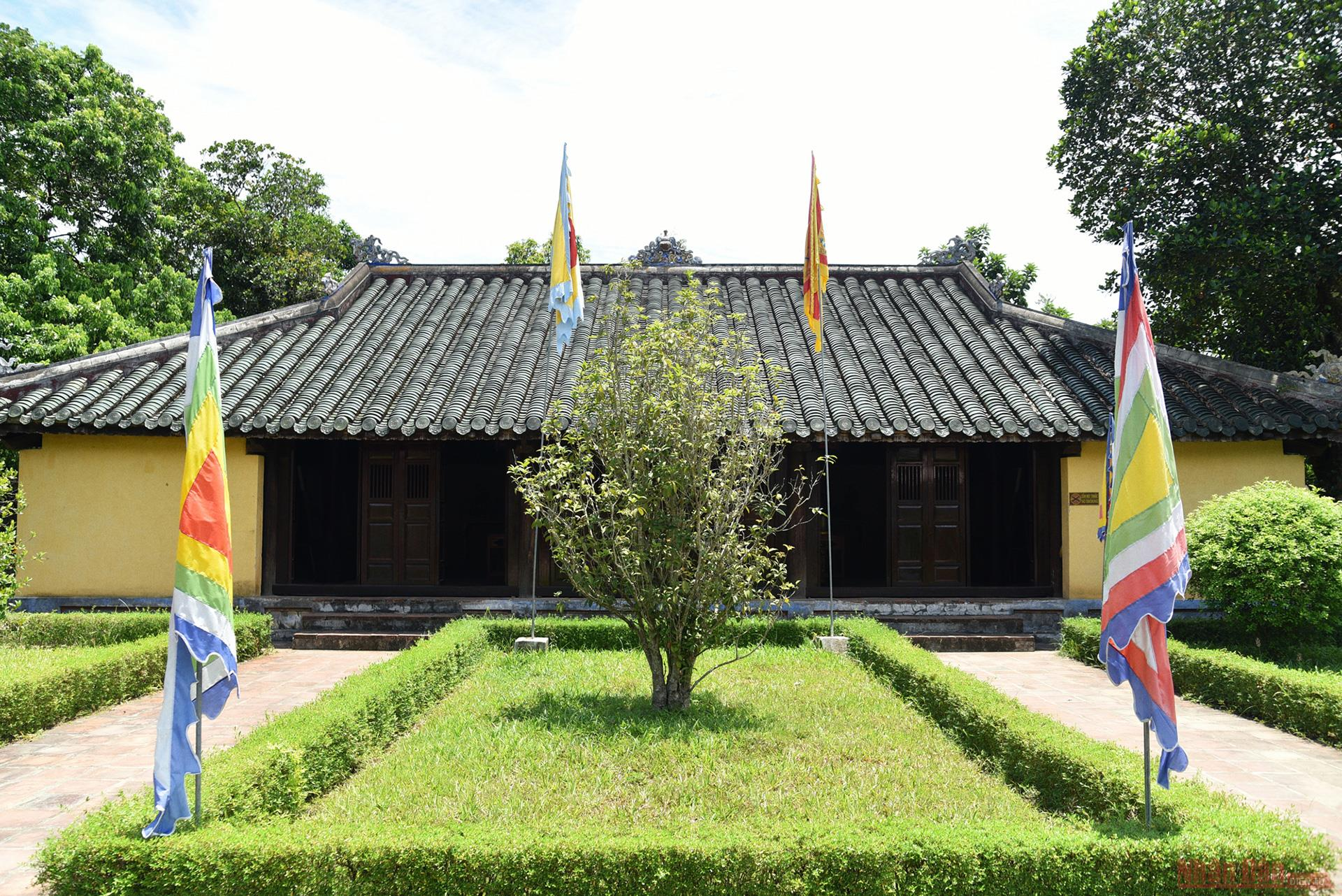 gia long tomb the solemn resting place of nguyen dynastys first emperor