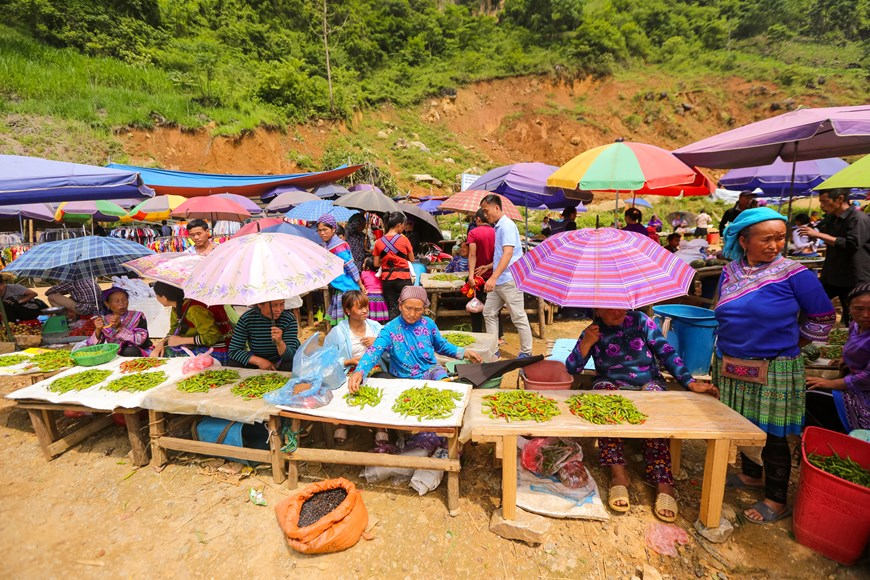 can cau market outstanding cultural trait in northwest of vietnam