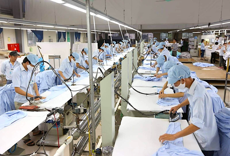 100,000 Vietnamese may be unemployed per month due to COVID-19