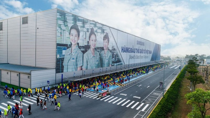 samsung denies shifting smartphone production from vietnam to india
