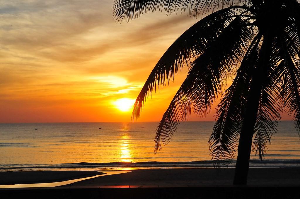 spellbinding sunset in da nang under the lens of a foreign photographer