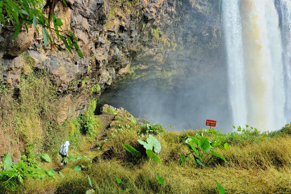 phu cuong waterfall a silk strip of central highlands