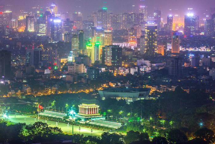 Dynamic Hanoi and Ho Chi Minh City in impressive photos