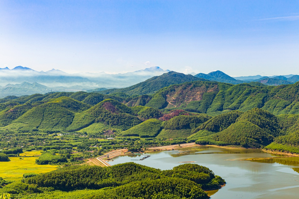 hon vuon mountain a new charm in central vietnam