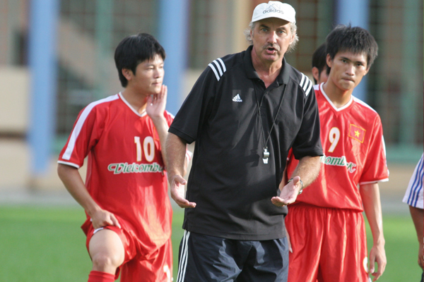 alfred riedl former vietnam football coachs passing vietnam football federation sends condolences