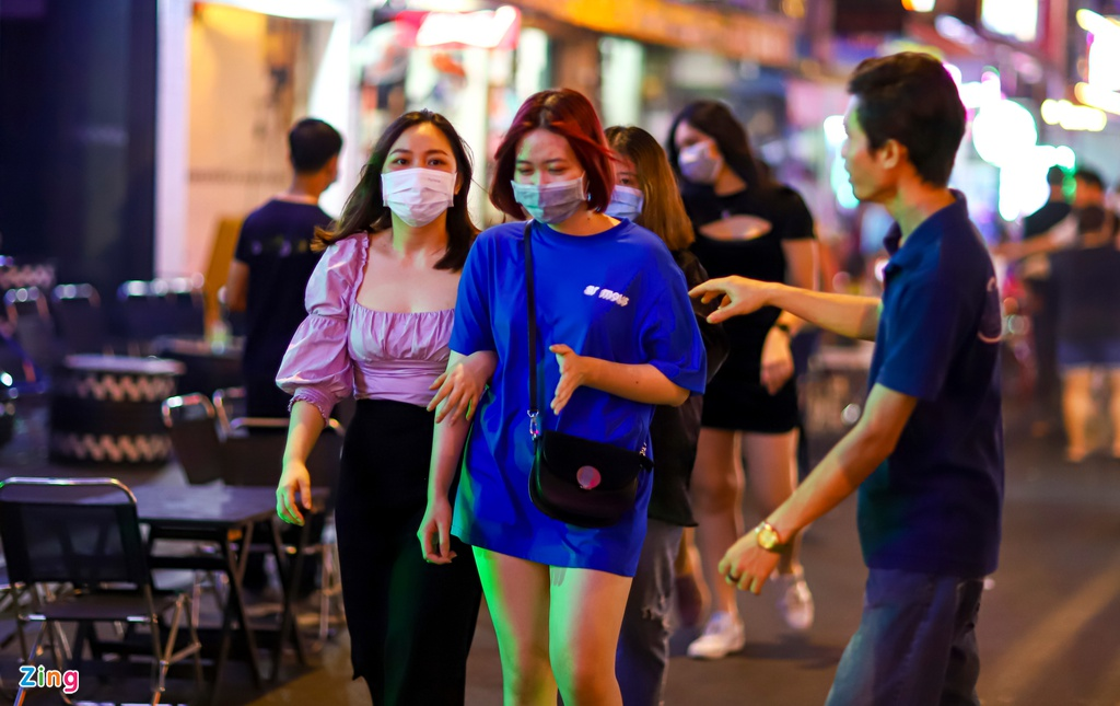 in photos saigon backpacker street bustling again after months of closing due to covid 19