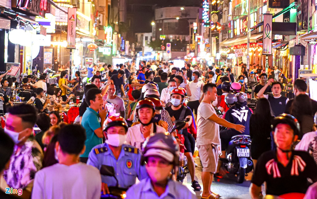 In photos: Saigon backpacker street bustling again after months of closing due to COVID-19