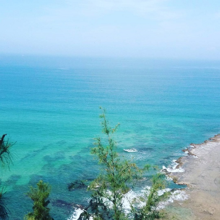 le thuy stunning crescent moon beach in central vietnam