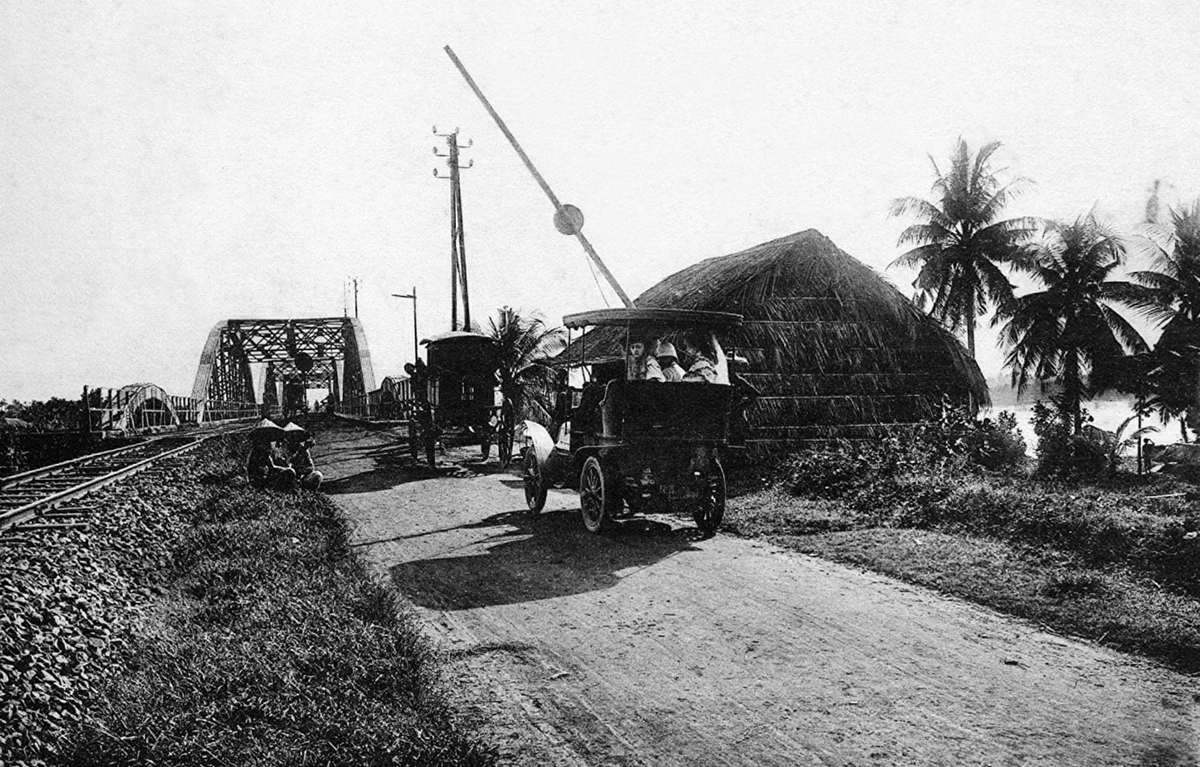 Tourist attractions in Vietnam 100 years ago through French photographer's lens