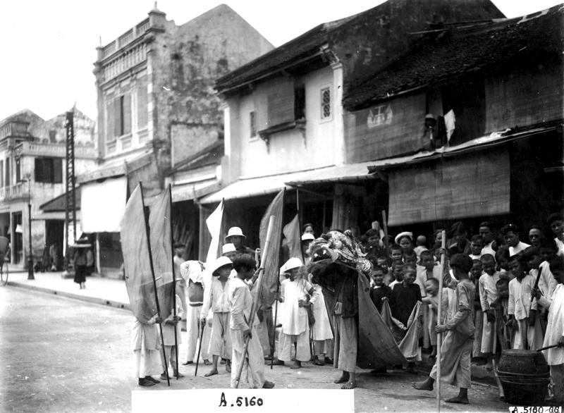 precious photos of mid autumn festival in hanoi a century ago