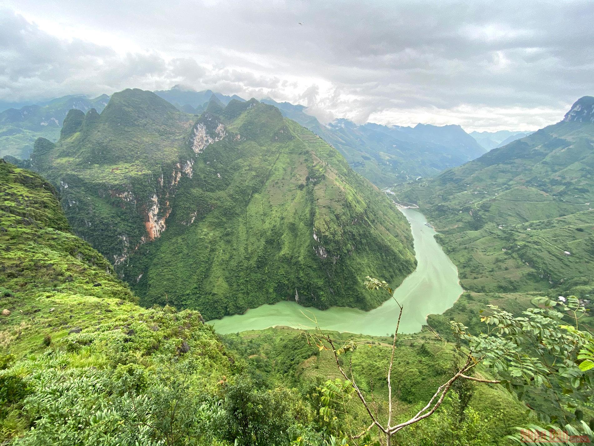 spectacular angles of nho que river in northern vietnam